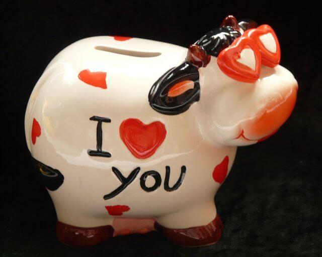 Sparschwein mit Herzen und I love you Beschriftung