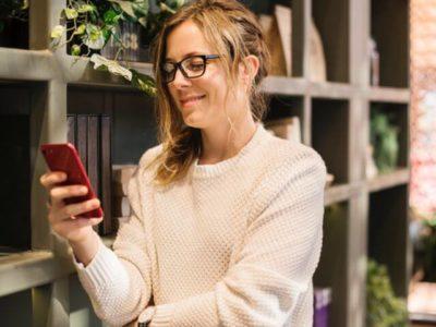 Frau-mit-Handy